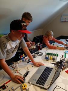 Axel, Christian og Callum konsentrert på banen