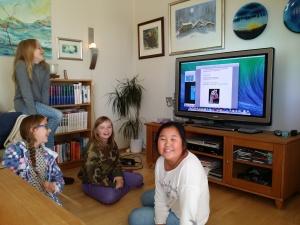 Kaja, Sara, Therese og Rebecca jobber med forskningen