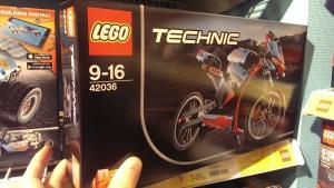 LEGO 42036 i Butikken