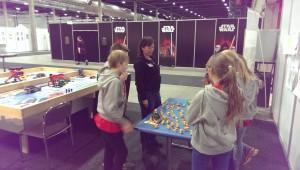 Nina Syvertsen sammen med GeekinAround på Kids Expo